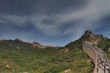 Crowd climbing the Great Wall at Badaling