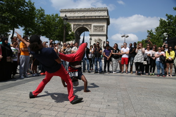 Street dance @ Champs Elysees, Paris